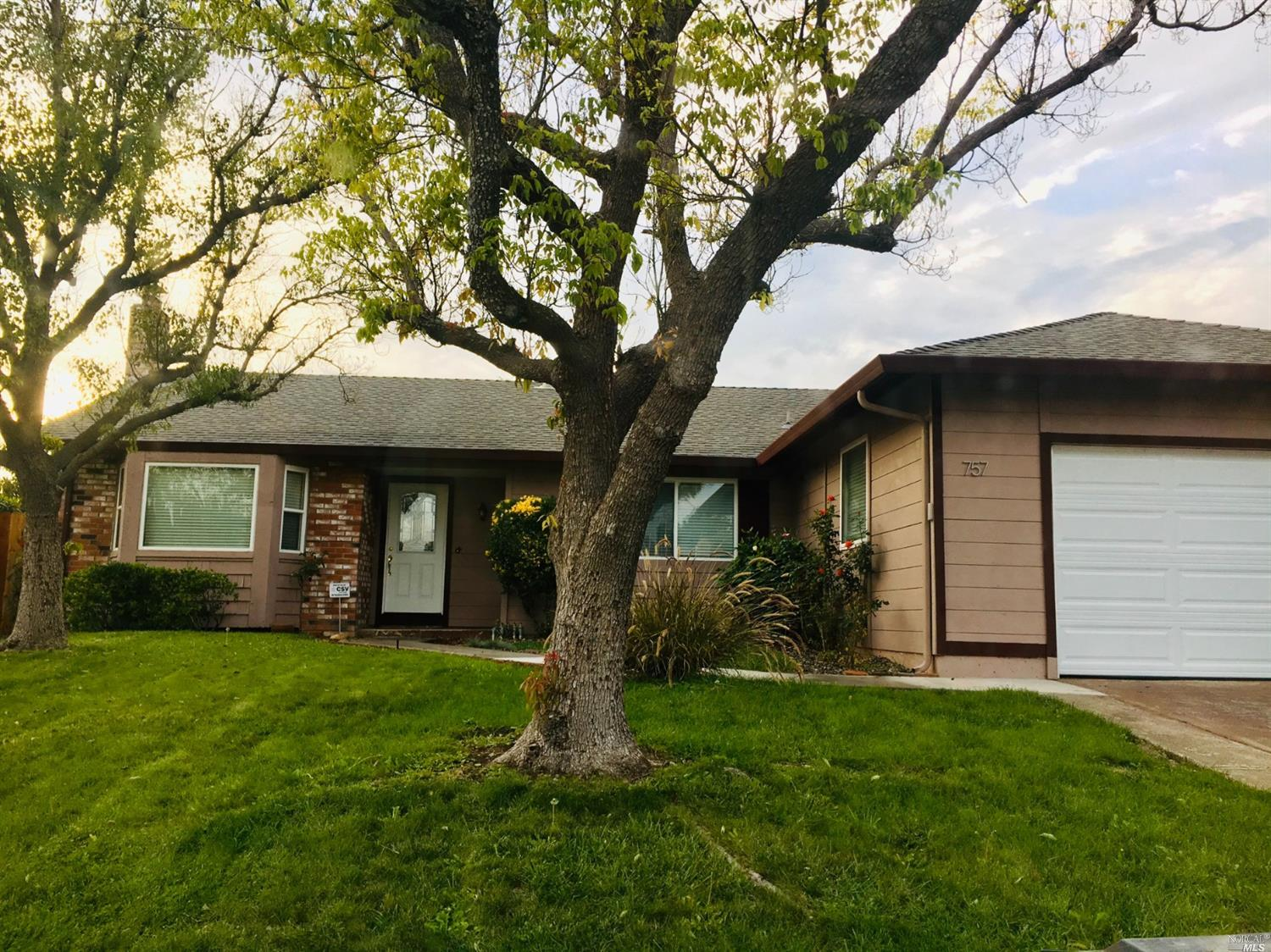 Great neighborhood and elementary school within walking distance.  Updated single story on a desirab