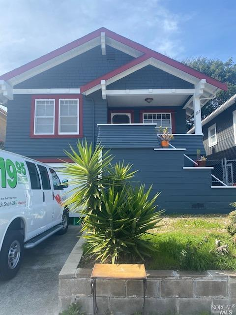 Great starter home within blocks of the Ferry Building.  Home features 2 bedrooms with jack and jill