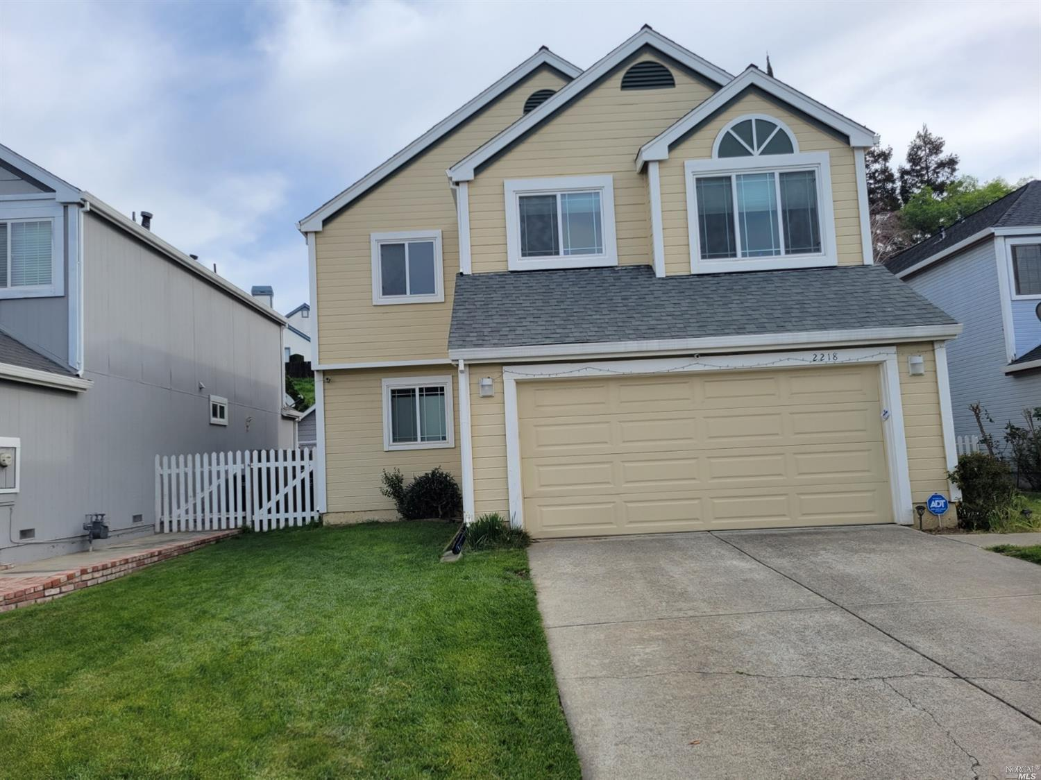Welcome to 2218 clipper ct.Excellent court location 4 bed/3 bath house in most desirable location of