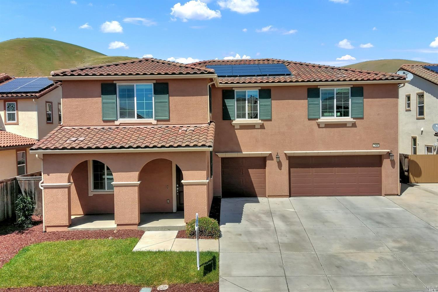 Beautifully Spacious Goldridge home Built in 2014. Features include Owned Solar, Chef's Kitchen with