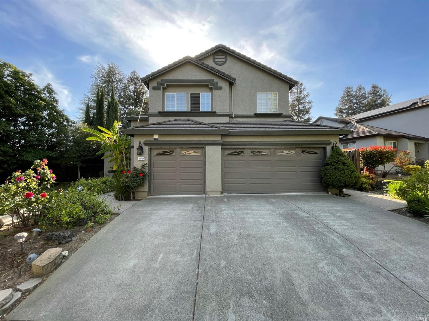 This great 5 bed, 3 full bath home located in the Rolling Hills Subdivision features an updated kitc