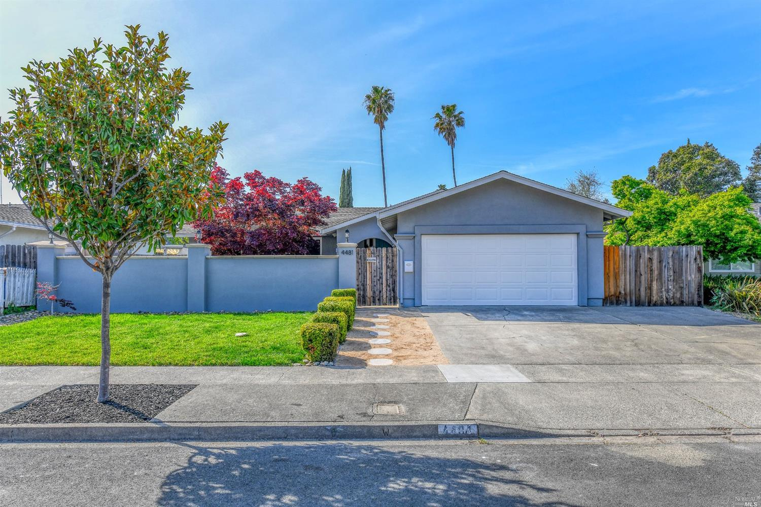 Awesome single story home in North Napa in great condition. Inviting front courtyard creates a priva