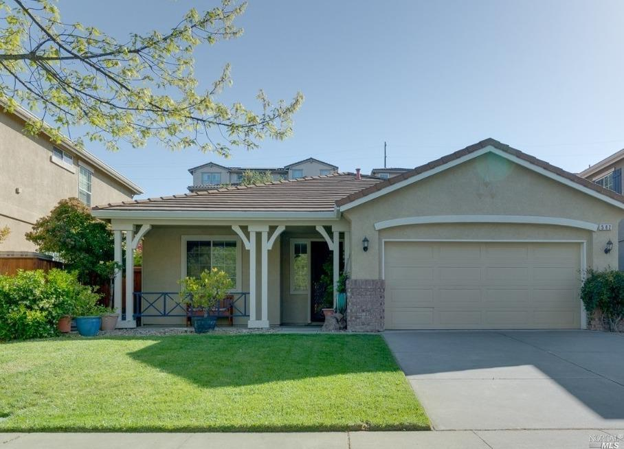 This single story 3 Bedroom 2 Bath is situated in the Green Valley Lake subdivision.  The house has