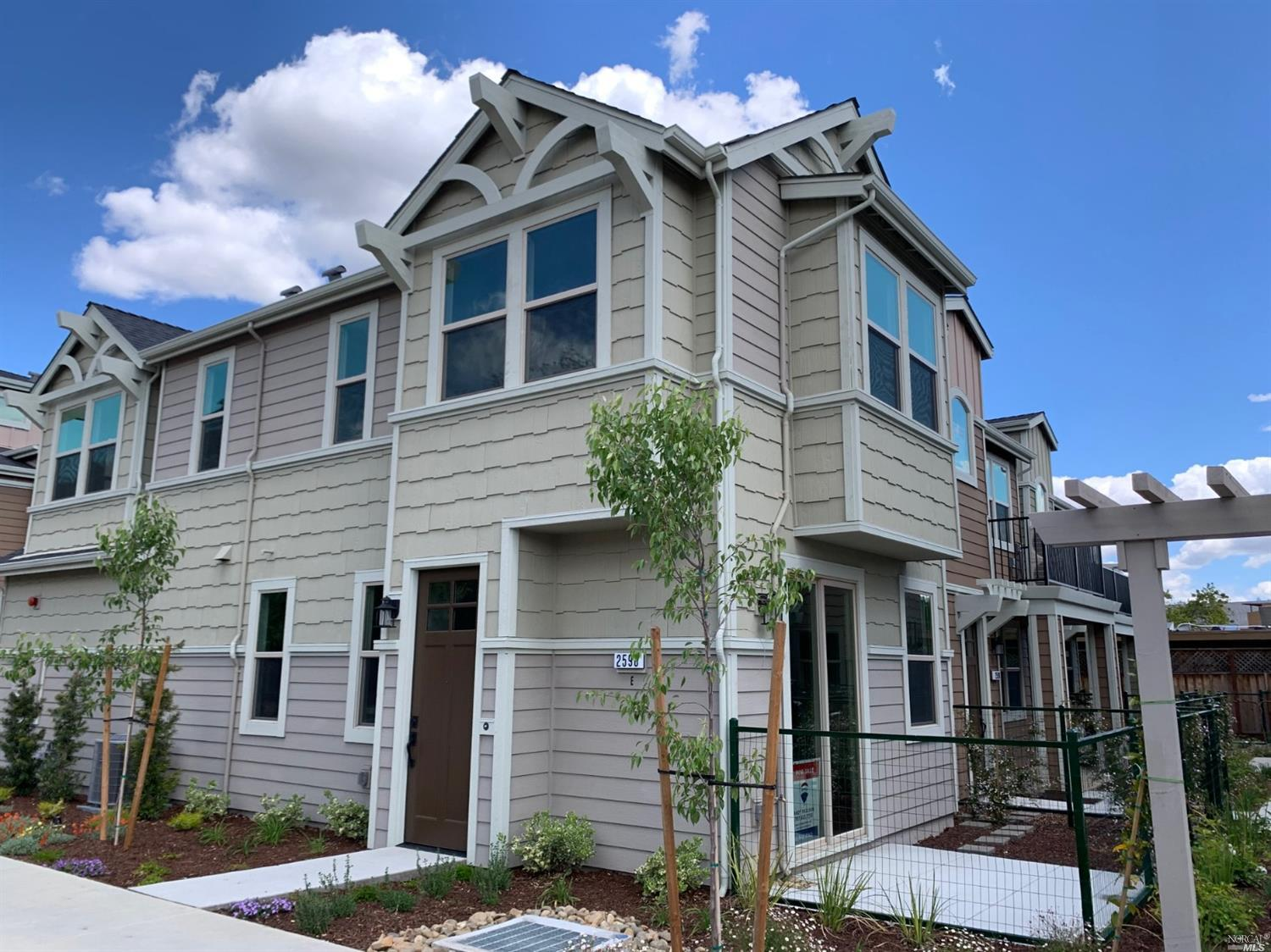 Photo of 2598 1st St #E in 纳帕, CA