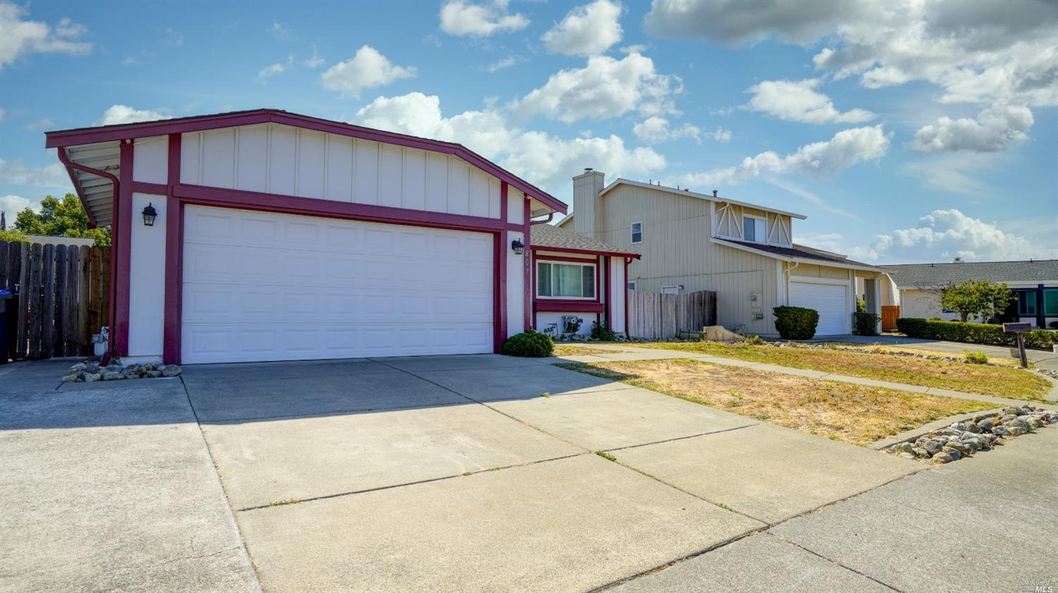 1 level home, in a court like location. Home offers 4 spacious bedrooms, with an open concept kitche