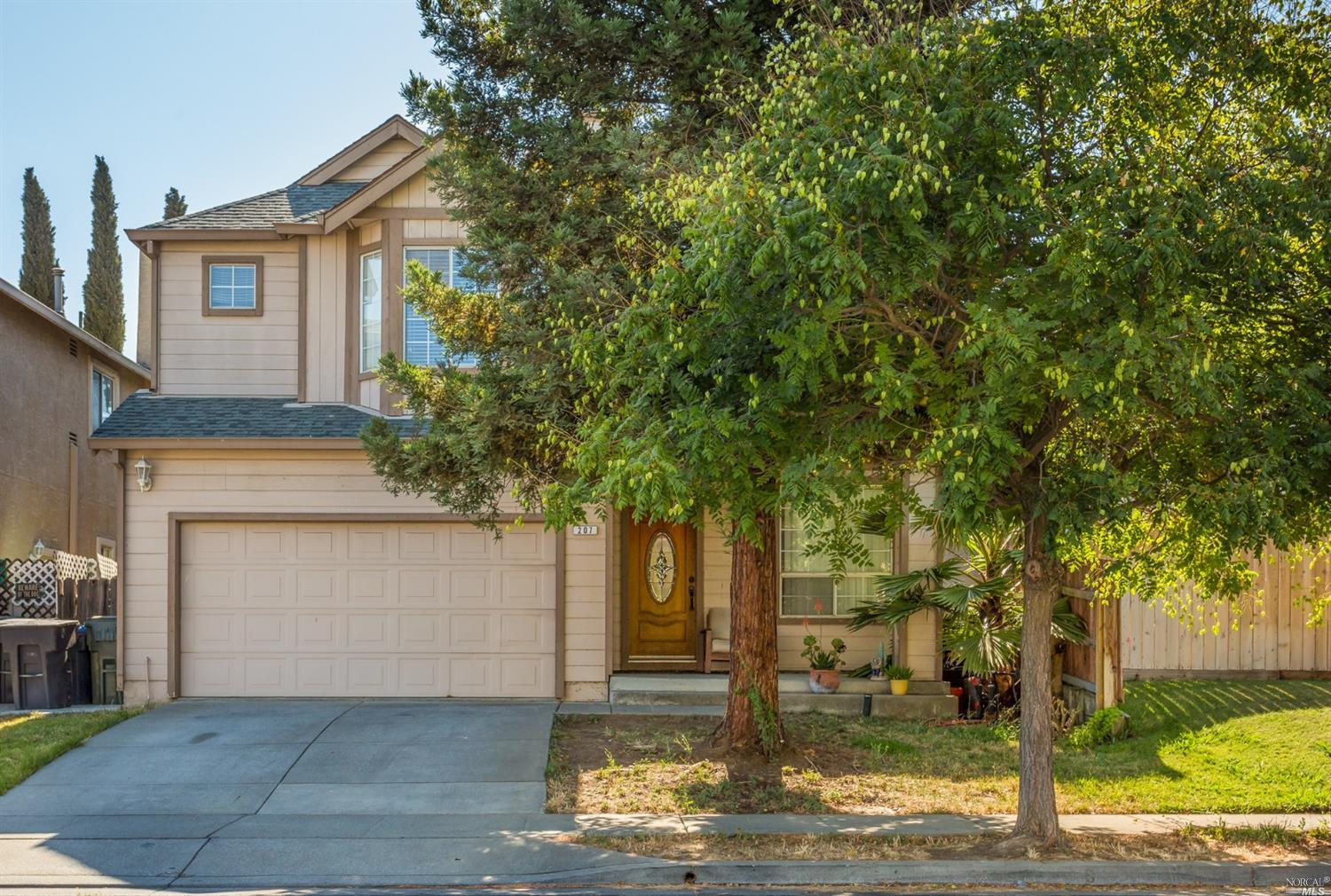 Cute as can be! 3bd/2.5 bath, MB w/walk in closet, vaulted ceilings, convenient location! close to Hwy 12, shopping, close to down town old Suisun to enjoy the marina views