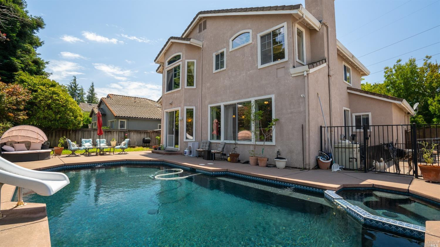 Looking for a fabulous home with a gorgeous swimming pool? Look no further. As you walk up to the fr