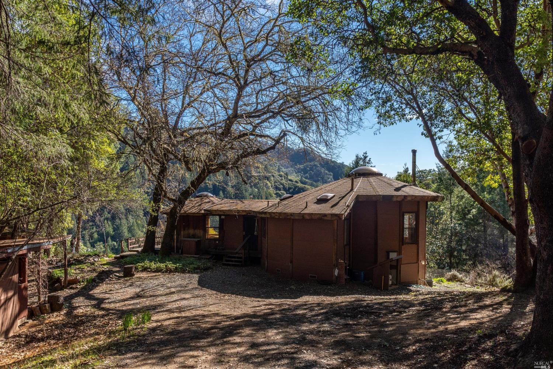 6000 Robinson Creek Road, Ukiah, CA 95482
