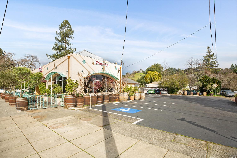 Listing 22007059 : 504  N Cloverdale Boulevard, Cloverdale, CA, 95425  (photo 7)