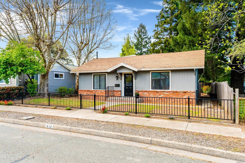 812 Maple Avenue, Ukiah, CA 95482