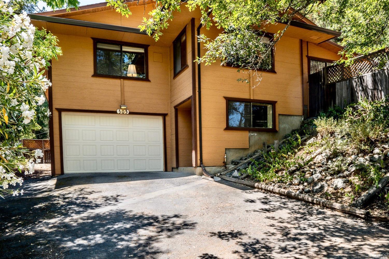305 Crestview Drive, Ukiah, CA 95482