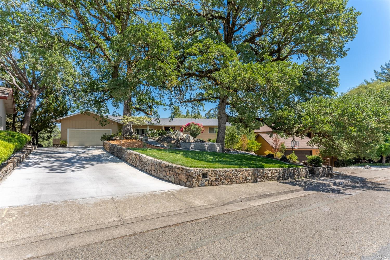 961 Saint Francis Way, Ukiah, CA 95482