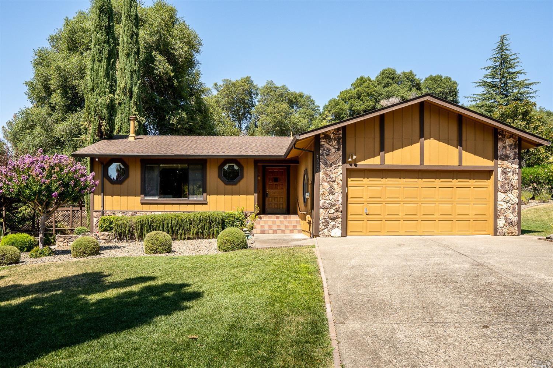 1320 Sequoia Plaza, Ukiah, CA 95482