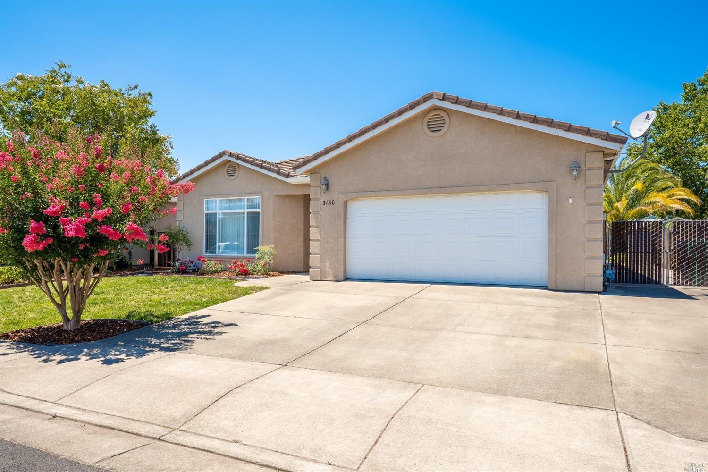 3180 Van Housen Drive, Ukiah, CA 95482