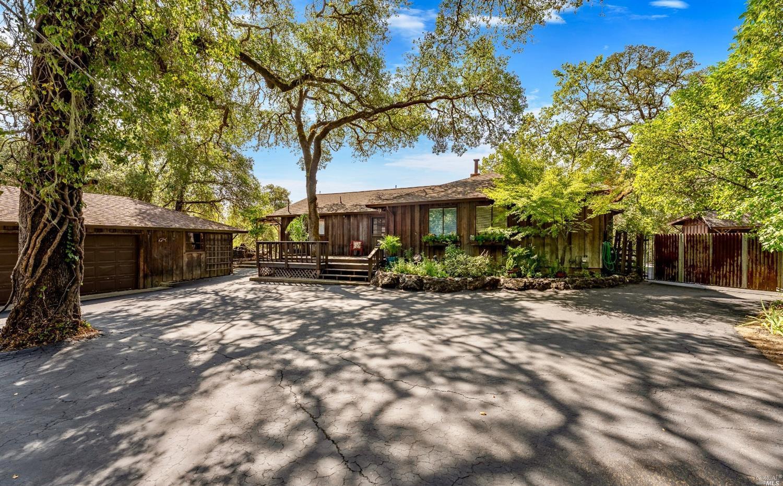 500 Vichy Hills Drive, Ukiah, CA 95482