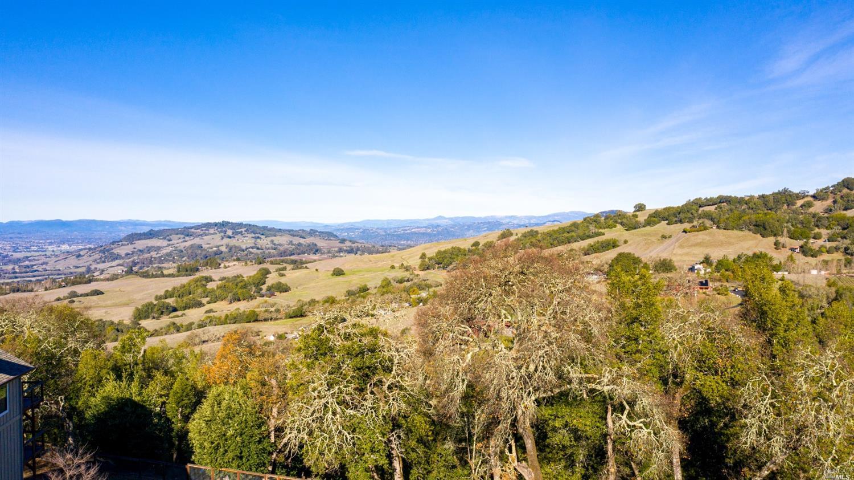 Listing 22030665 : 6059  Hyland Way, Penngrove, CA, 94951  (photo 2)