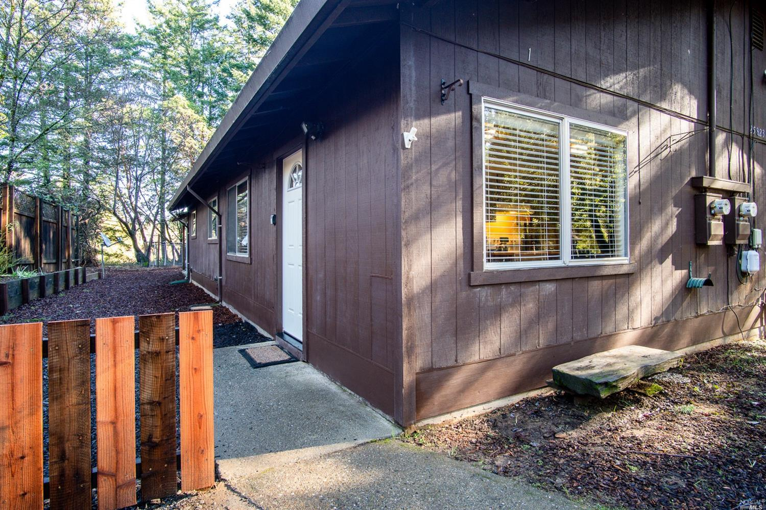 25823 Madrone Drive, Willits, CA 95490