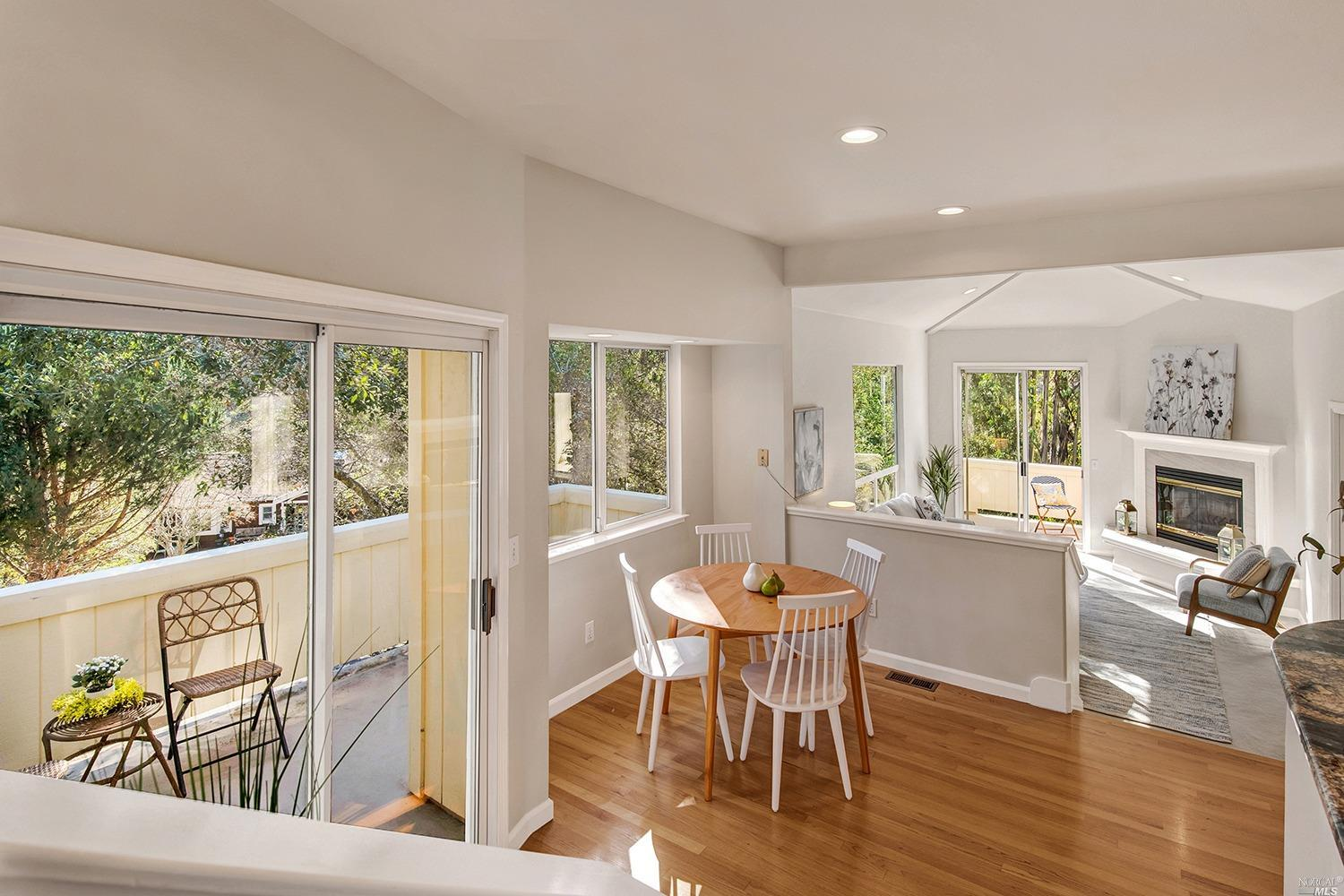 Listing 22034163 : 927  Ventura Way, Mill Valley, CA, 94941  (photo 9)