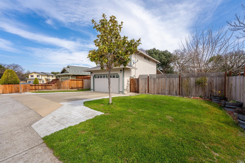 5375 Agnes Lane, Ukiah, CA 95482