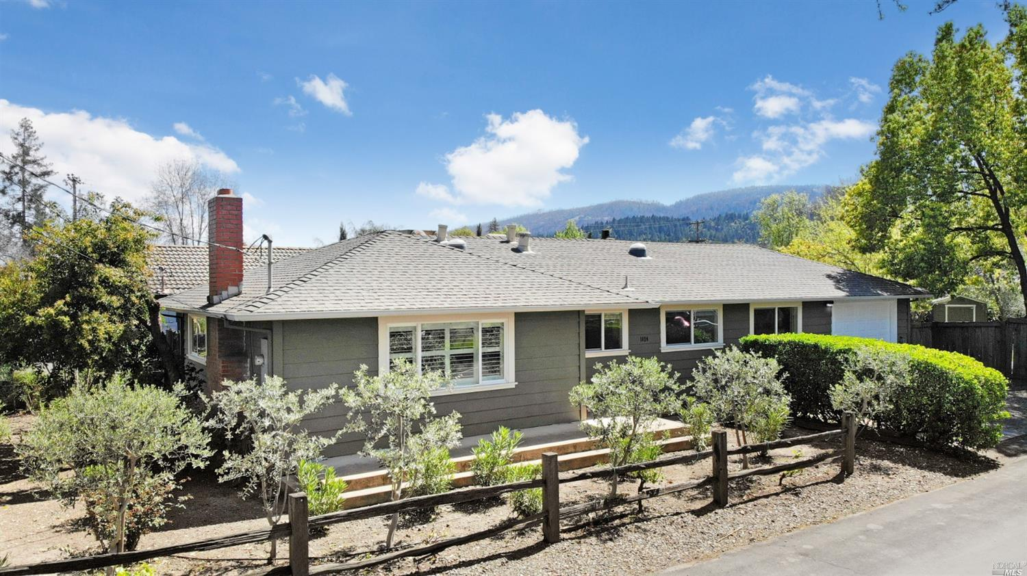 Cute home located in downtown area of Calistoga. This home offers updated bathrooms, newer windows , large custom master bedroom with slate shower. Ceiling fans in all rooms. Large private rear yard.