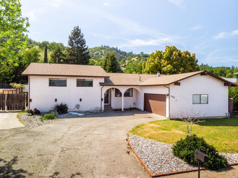 1380 Burgundy Drive, Ukiah, CA 95482