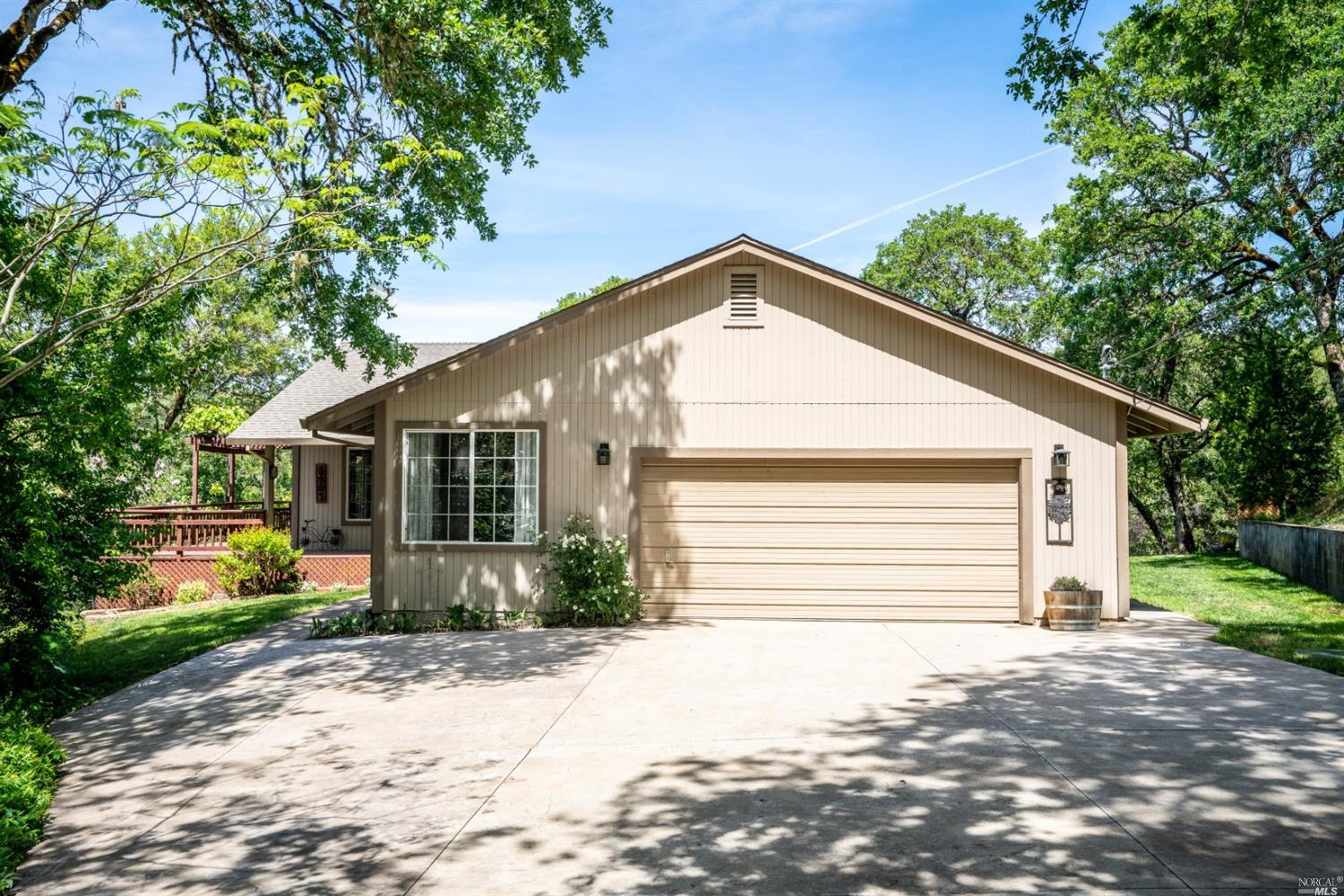 1010 Dusty Road, Redwood Valley, CA 95470