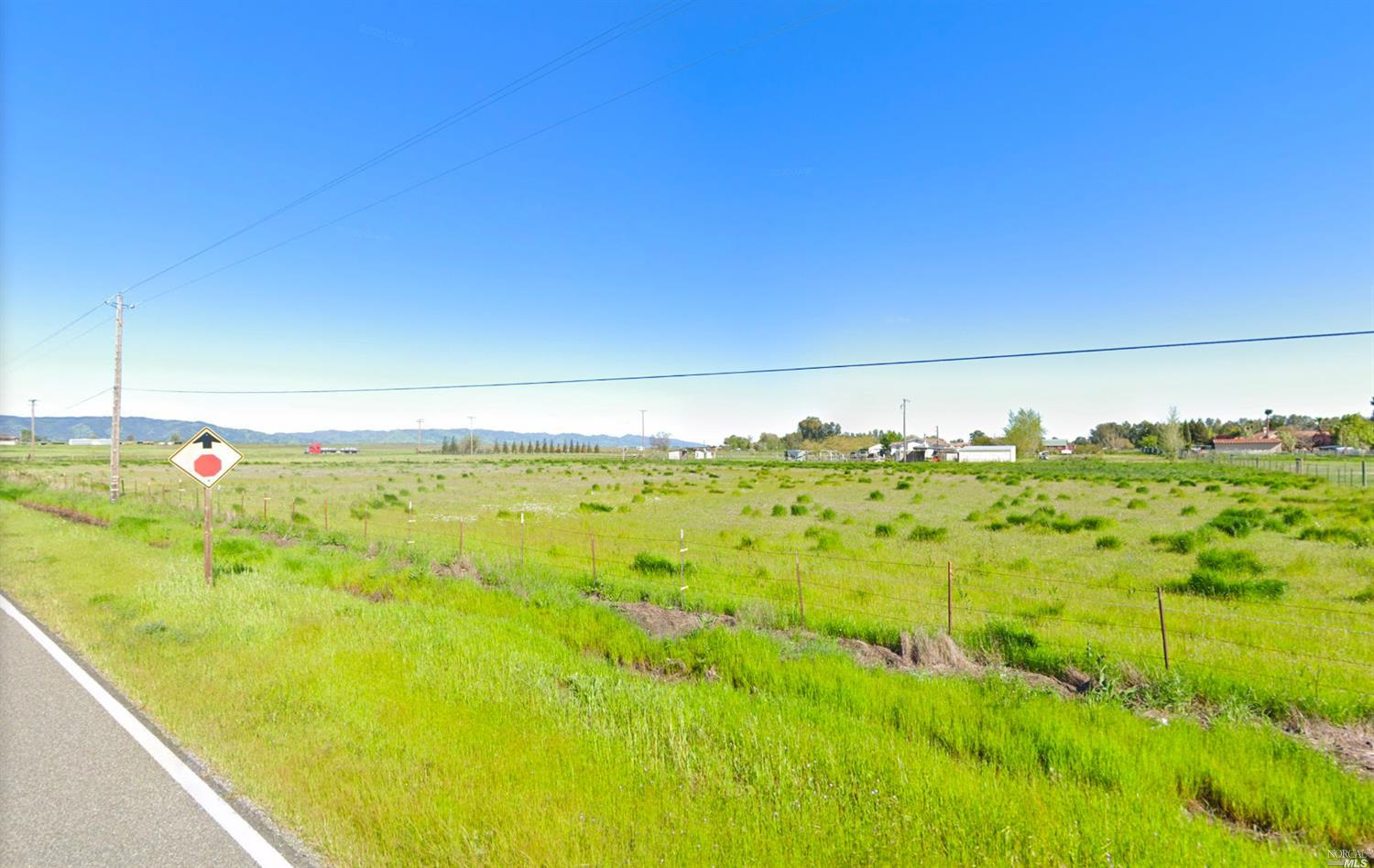 Dream Home building site on just under 5 Acres.  Located adjacent to 505, this sweet country property offers lots of room for building that gorgeous modern farm house.  Bring the kids, goats, horses and your imagination! Owner will carry with acceptable terms!