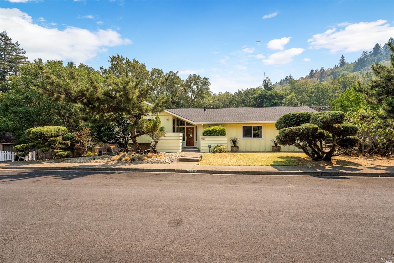 599 Redwood Avenue, Ukiah, CA 95482
