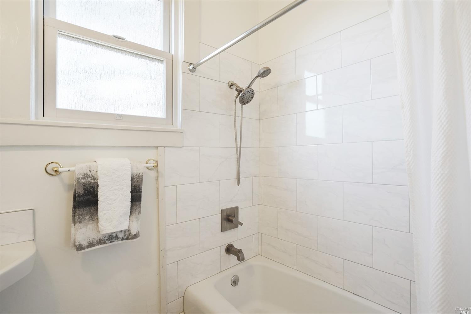 Listing 321080680 : 9986  Oak Street, Penngrove, CA, 94951  (photo 21)