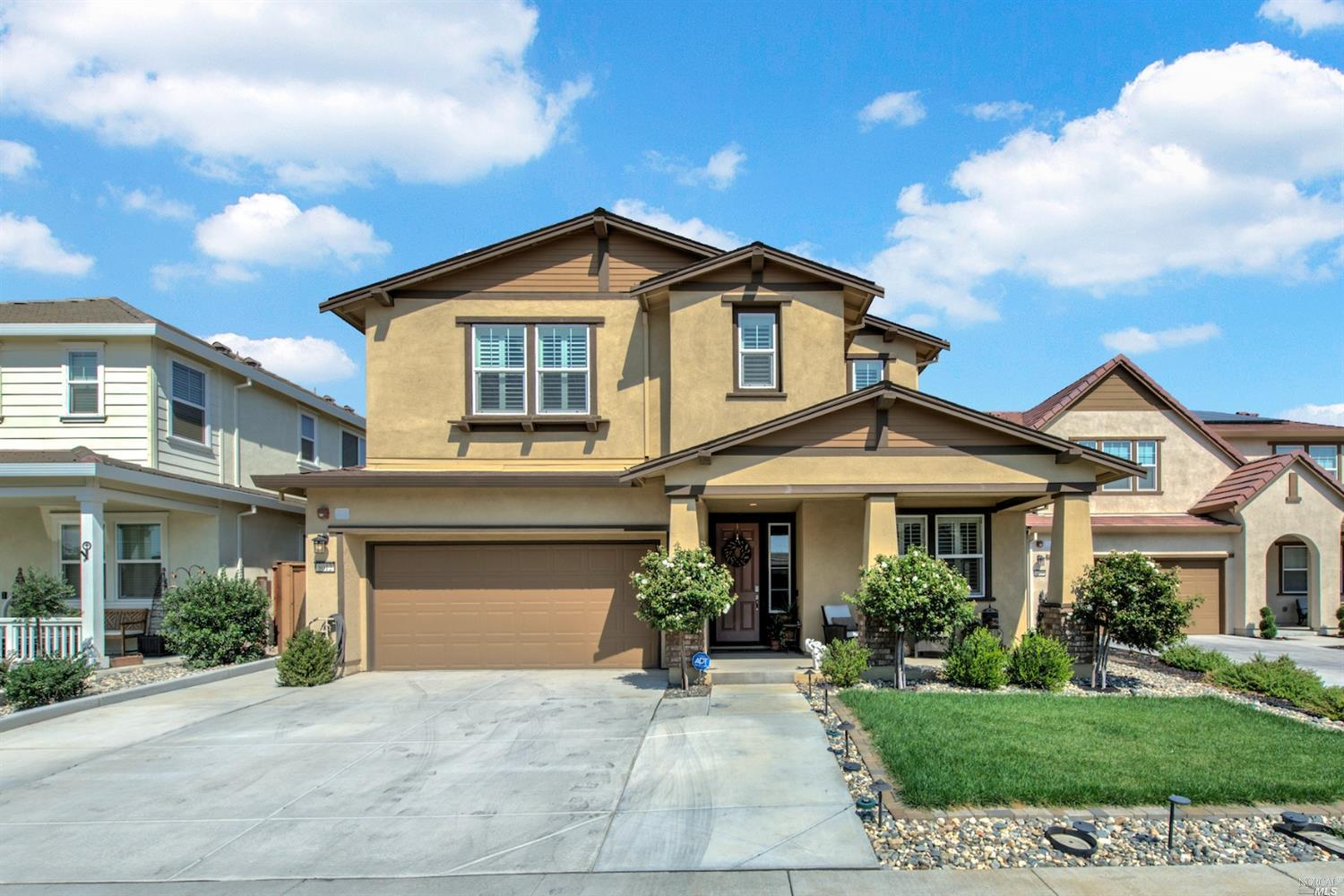 This stunning Southtown home is truly turnkey ready; boasting over $160,000 in upgrades. Gorgeous ha