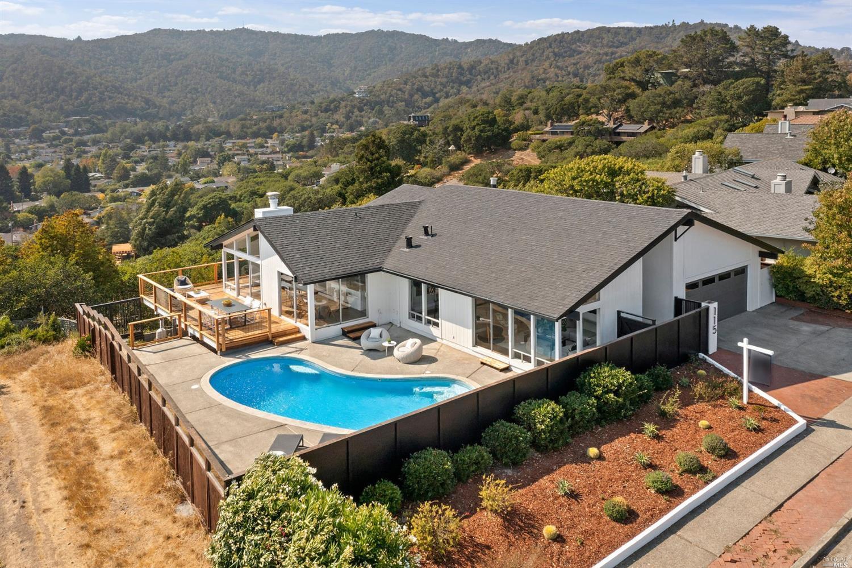 115 Fernwood Dr, San Rafael, CA 94901-1543