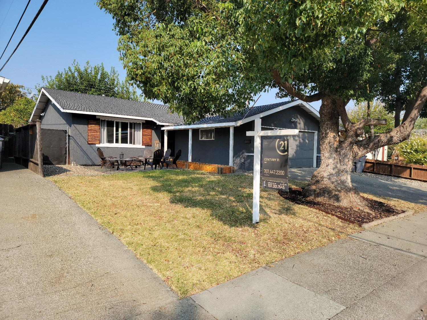 Great family home near downtown Vacaville! Granite countertops, laminate flooring, and a bonus room