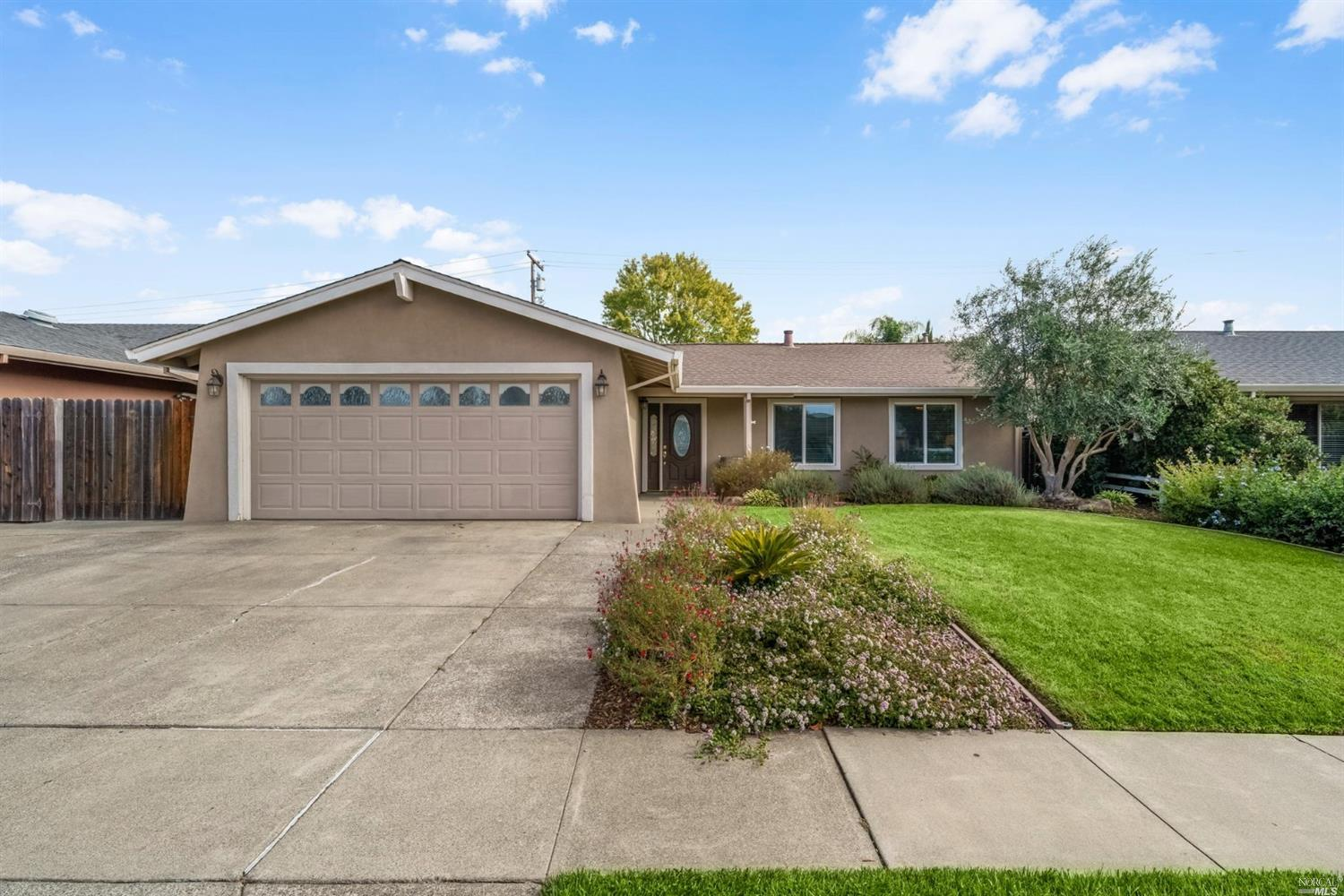This beautiful single level Napa Valley home has it all!  Great location in North Napa close to scho