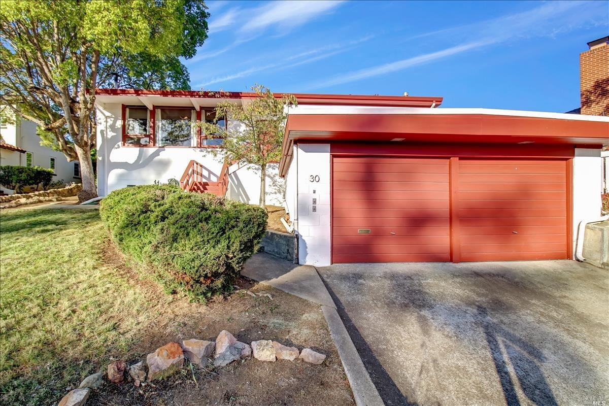 Classic Mid Century Modern home designed by a famous local architect features 3 Bedrooms 1.5 Bathroo