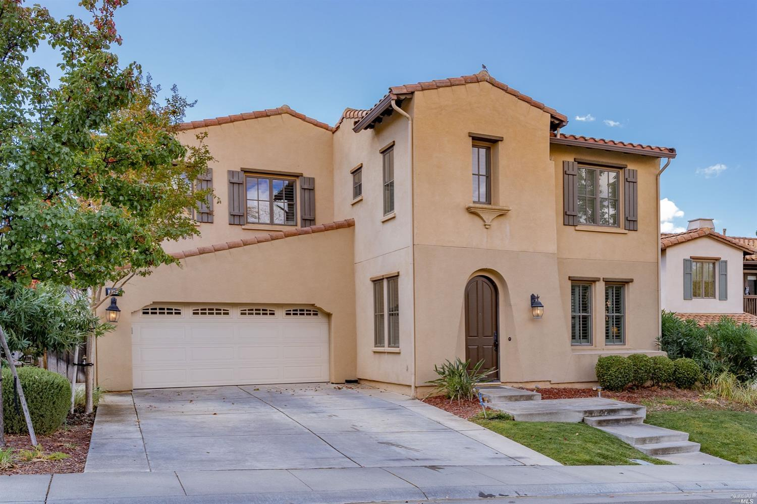 Amazing opportunity to own in one of the most luxurious gated golf communities in Fairfield. Spaciou