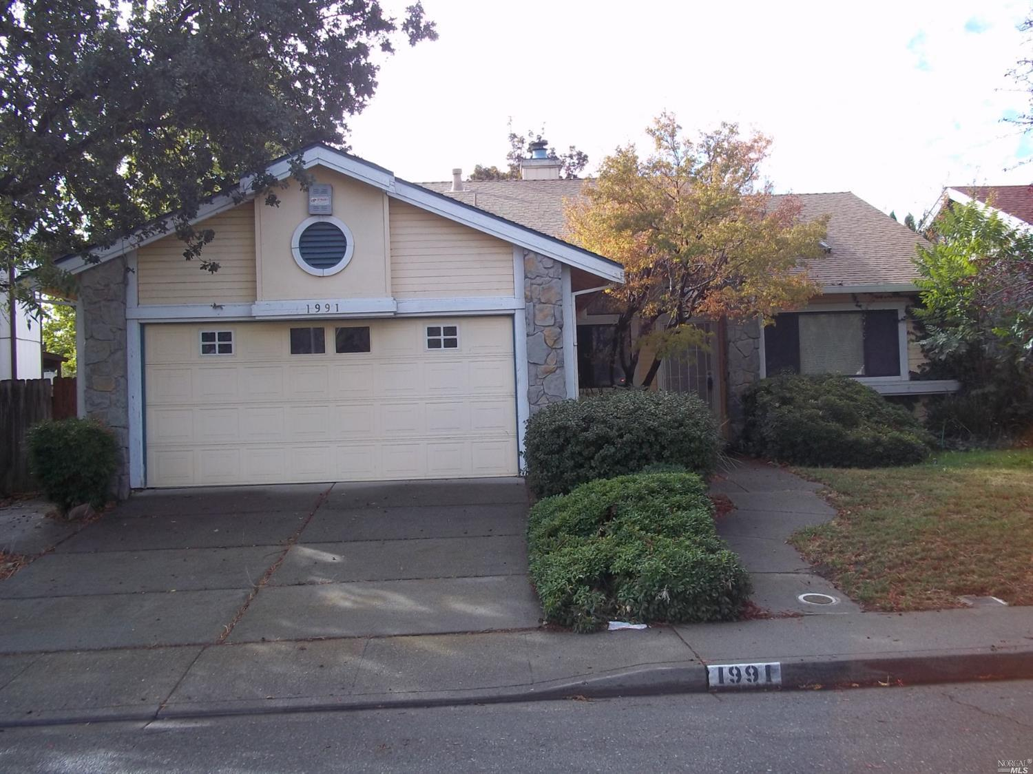 Fantastic opportunity to get into this Large single story home in a great neighborhood.  Over 1,800